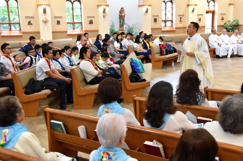 Fr. Joseph Quang gives the homily