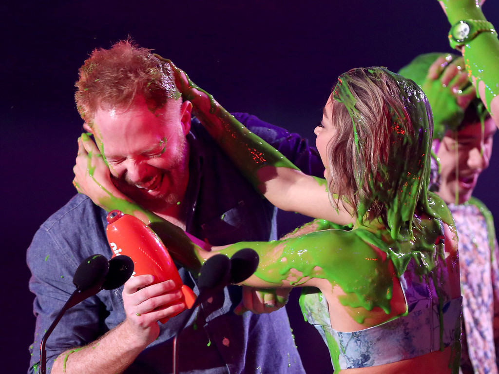 . Jesse Tyler Ferguson, left, and Sarah Hyland are slimed after being announced winners of the award for favorite family TV show for ìModern Familyî at Nickelodeon\'s 28th annual Kids\' Choice Awards at The Forum on Saturday, March 28, 2015, in Inglewood, Calif. (Photo by Matt Sayles/Invision/AP)