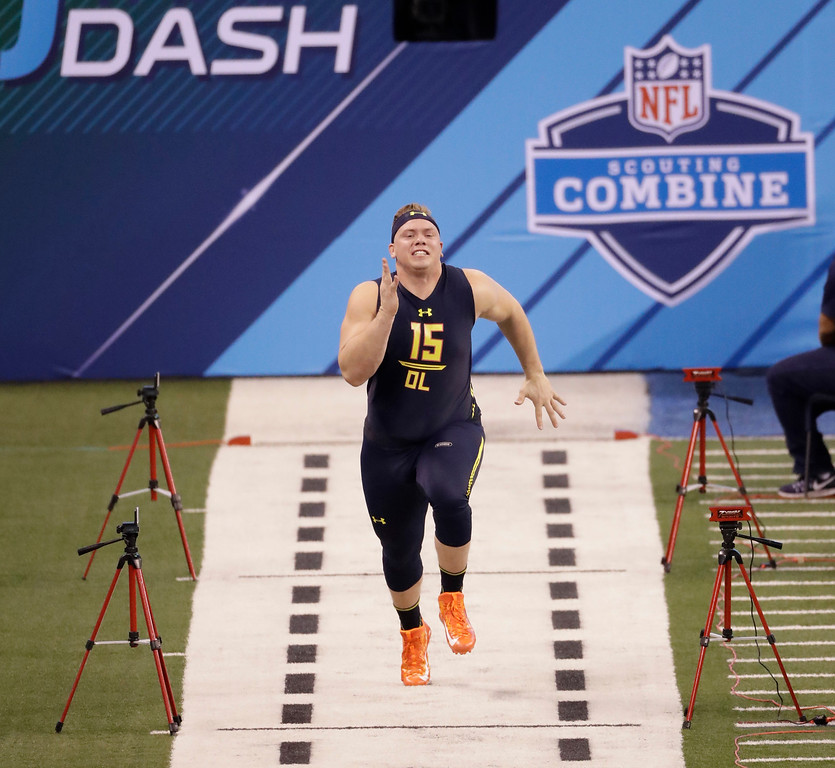 . Ohio State offensive lineman Pat Elflein runs the 40-yard dash at the NFL football scouting combine Friday, March 3, 2017, in Indianapolis. (AP Photo/David J. Phillip)