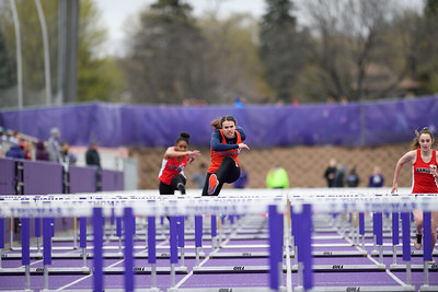 2019 05 01 Macalester Women Track at Tommie Twilight