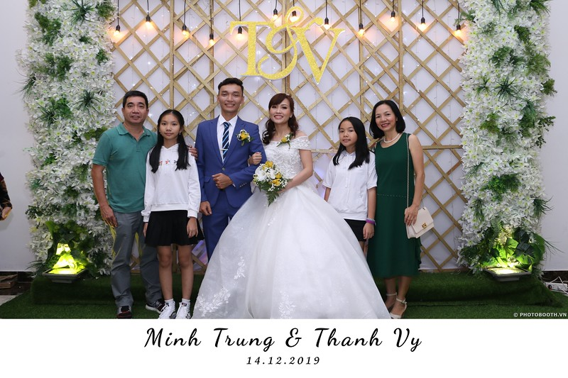 Trung-Vy-wedding-instant-print-photo-booth-Chup-anh-in-hinh-lay-lien-Tiec-cuoi-WefieBox-Photobooth-Vietnam-035.jpg