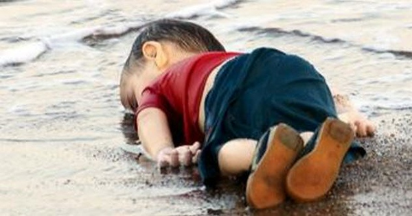 feature-9-death-of-alan-kurdi.jpg