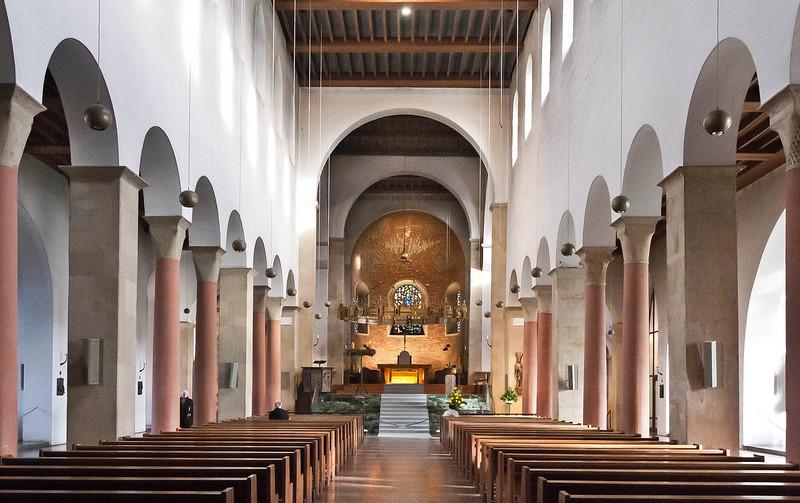 Hildesheim, Dom. Längsschiff nach Osten