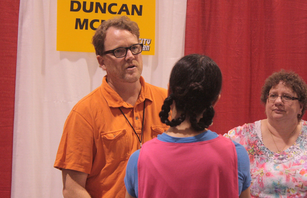 """. Duncan McNeill, known for his role as Tom Paris in \""""Star Trek: Voyager\"""" talks to a fan at the Motor City Comic Con. (Photo by Erica McClain)"""