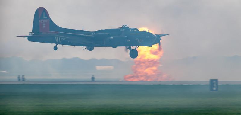 B 17 w one landing gear coming in -3239.jpg