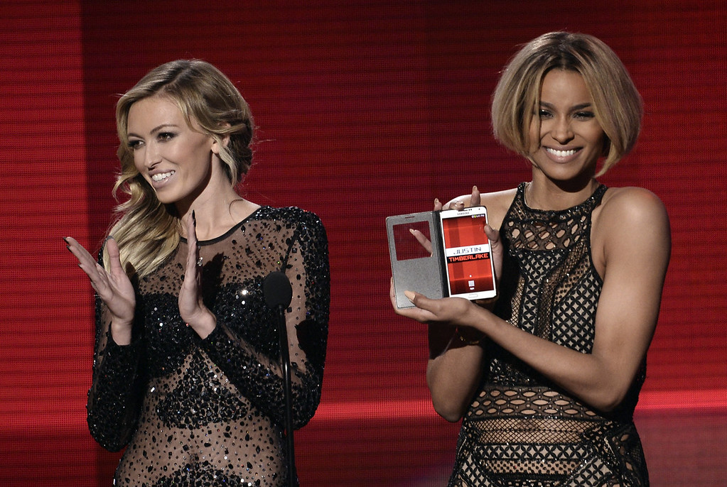 . Model Paulina Gretzky (L) and singer Ciara speak onstage during the 2013 American Music Awards at Nokia Theatre L.A. Live on November 24, 2013 in Los Angeles, California.  (Photo by Kevin Winter/Getty Images)