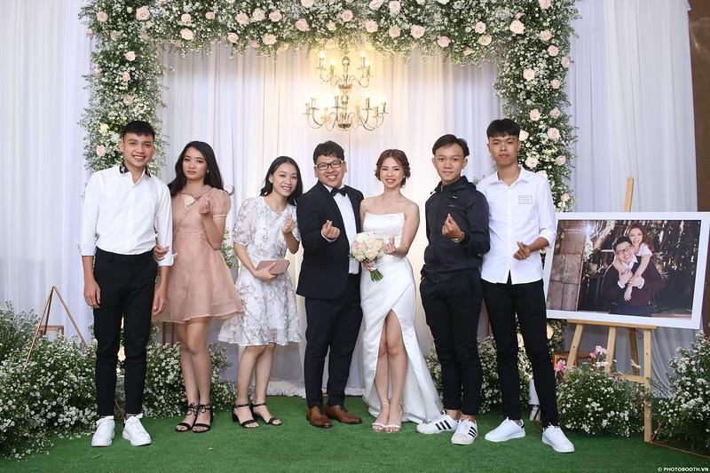 Vy-Cuong-wedding-instant-print-photo-booth-in-Bien-Hoa-Chup-hinh-lay-lien-Tiec-cuoi-tai-Bien-Hoa-WefieBox-Photobooth-Vietnam-069.jpg