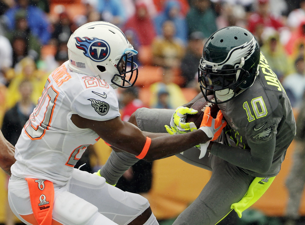 . Philadelphia Eagles DeSean Jackson (10) of Team Sanders makes a catch for a touchdown in the first half as Tennessee Titans cornerback Alterraun Verner (20) of Team Rice attempts to break up the pass during the Pro Bowl, Sunday, Jan. 26, 2014, at Aloha Stadium in Honolulu. (AP Photo/Eugene Tanner)