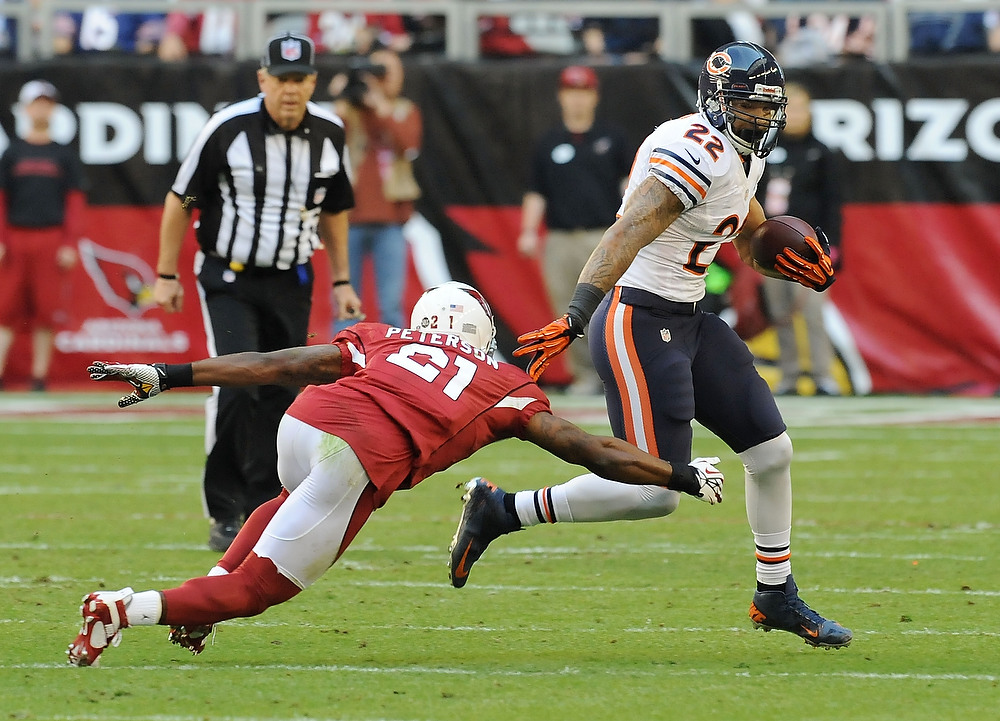 . Matt Forte\' #22 of the Chicago Bears runs past a diving Patrick Peterson #21 of the Arizona Cardinals at University of Phoenix Stadium on December 23, 2012 in Glendale, Arizona.  (Photo by Norm Hall/Getty Images)