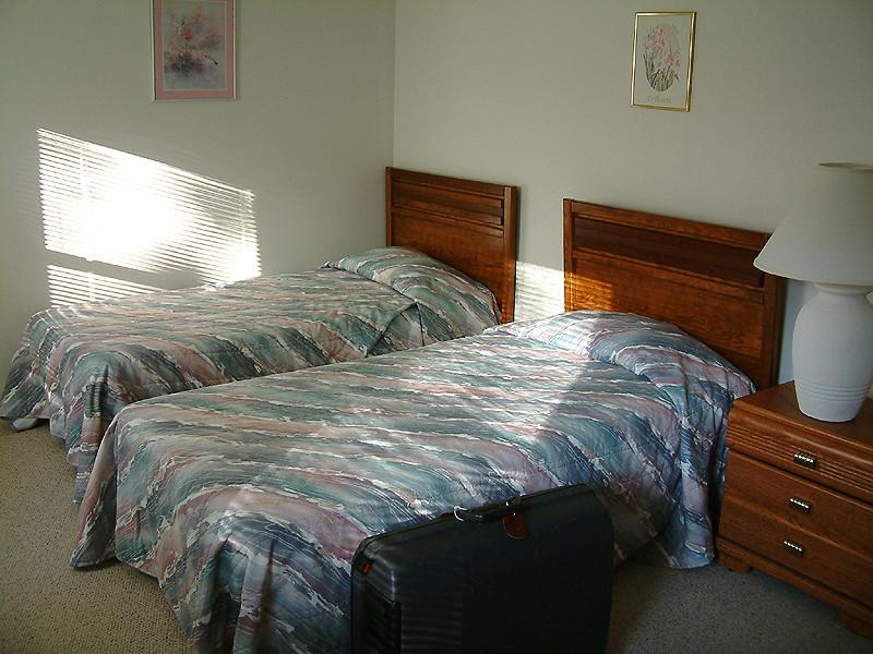 Briarwood - Mom & Dad's room.jpg