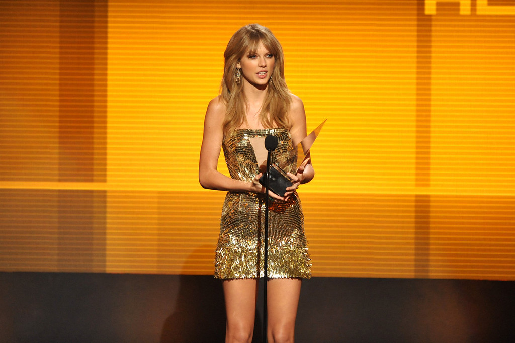 ". Taylor Swift accepts the award for favorite album - country for ""Red\"" at the American Music Awards at the Nokia Theatre L.A. Live on Sunday, Nov. 24, 2013, in Los Angeles. (Photo by John Shearer/Invision/AP)"
