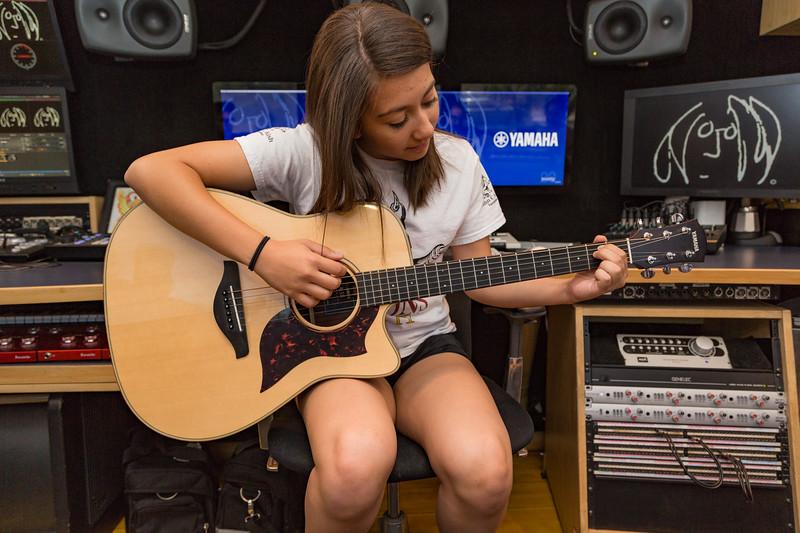 2017_06_09, Grant Sawyer MIddle School, Las_Vegas, NV, Yamaha, front studio, students, guitar