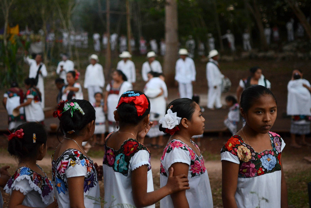 . Local indigenous Mayan actors perform during the \'Sacred Moments in the Life of the Maya\' play in the municipality of Valladolid, in the Mexican state of Yucatan December 20, 2012. At sunrise on Friday, an era closes in the Maya Long Count calendar, an event that has been likened by different groups to the end of days, the start of a new, more spiritual age. The play is part of the celebrations of the Maya Long Count calendar, local media reported. REUTERS/Francisco Martin