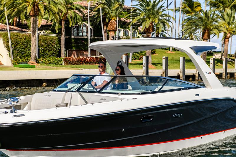 2020-SLX-R-310-outboard-lifestyle-09.jpg