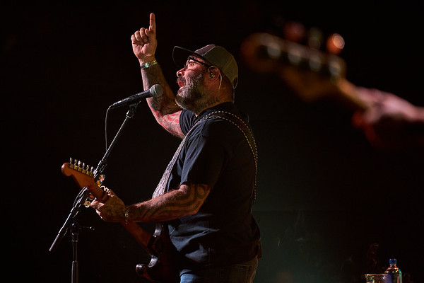 Aaron Lewis - Concert Photos