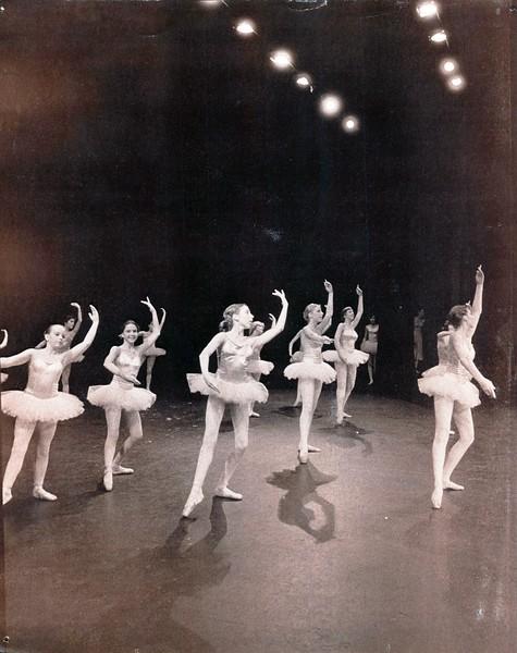 Dance_2418_a.jpg