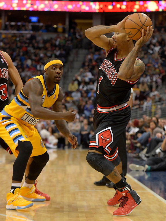 . Chicago Bulls point guard Derrick Rose (1) looks to pass over Denver Nuggets point guard Ty Lawson (3) during the 3rd quarter November 21, 2013 at Pepsi Center. (Photo by John Leyba/The Denver Post)