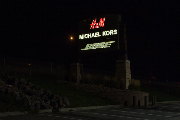 H&M I-25 Tower Sign South