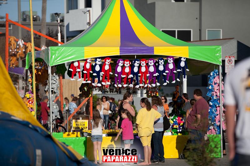 VenicePaparazzi-320.jpg