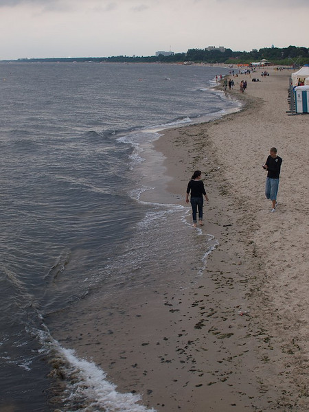 A couple enjoying the swerving beach at Sopot. (Foto: Geir)