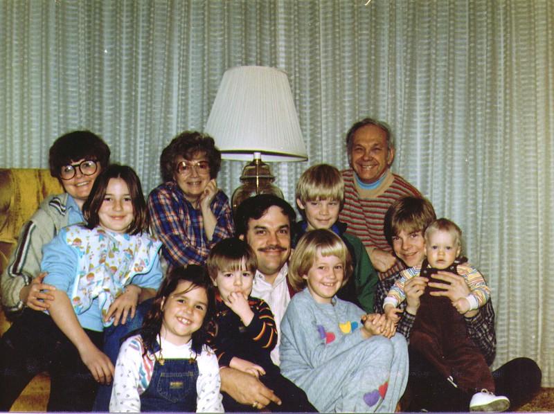 Michelle,Monica,Bonnie,Mike.Nathan,Wayne,Russ,Mikey,Crissy,Joe,Nichole .jpg