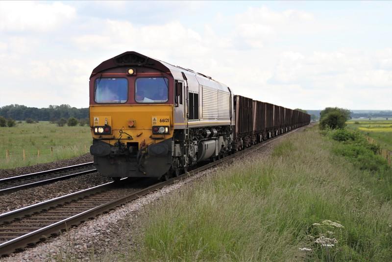 66121 1409/6T25 Immingham-Santon passes Worlaby Crossing