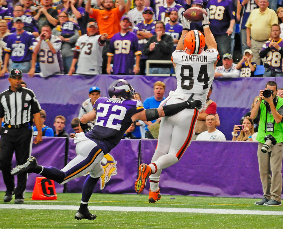 . Browns tight end Jordan Cameron, right, leaps past Vikings free safety Harrison Smith to catch a 7-yard touchdown pass late in the fourth quarter.  (Pioneer Press: Ben Garvin)