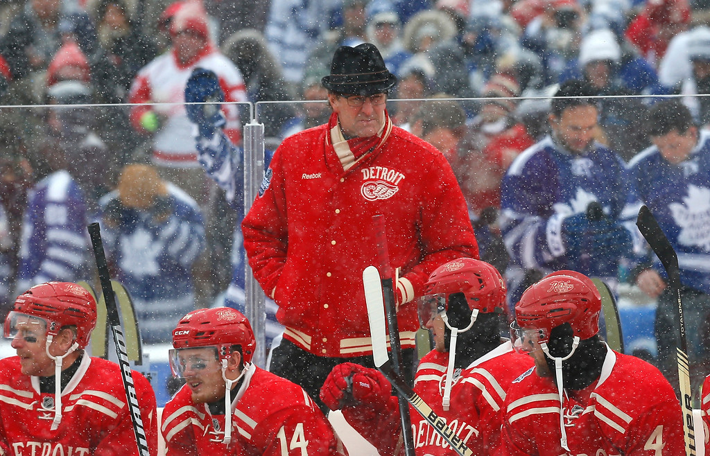 . Detroit Red Wings head coach Mike Babcock, center, works behind the bench during the first period of the Winter Classic outdoor NHL hockey game against the Toronto Maple Leafs at Michigan Stadium in Ann Arbor, Mich., Wednesday, Jan. 1, 2014. (AP Photo/Paul Sancya)