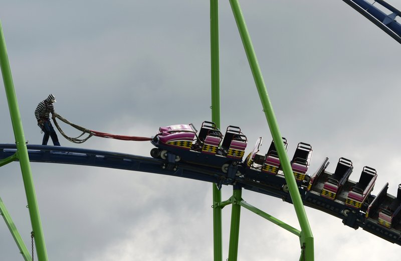 """. <p>10. (tie) ROLLER COASTERS <p>Not so fun when you have to climb down 15 stories. (unranked) <p><b><a href=\'http://www.cnn.com/2013/10/09/travel/universal-orlando-roller-coaster/index.html\' target=\""""_blank\""""> HUH?</a></b> <p>      (Christof Stache/AFP/Getty Images)"""