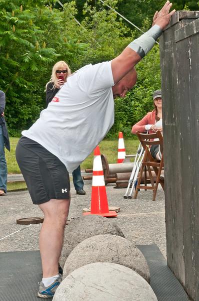 Fitness Revolution Strongman Challenge 2011_ERF4418.jpg
