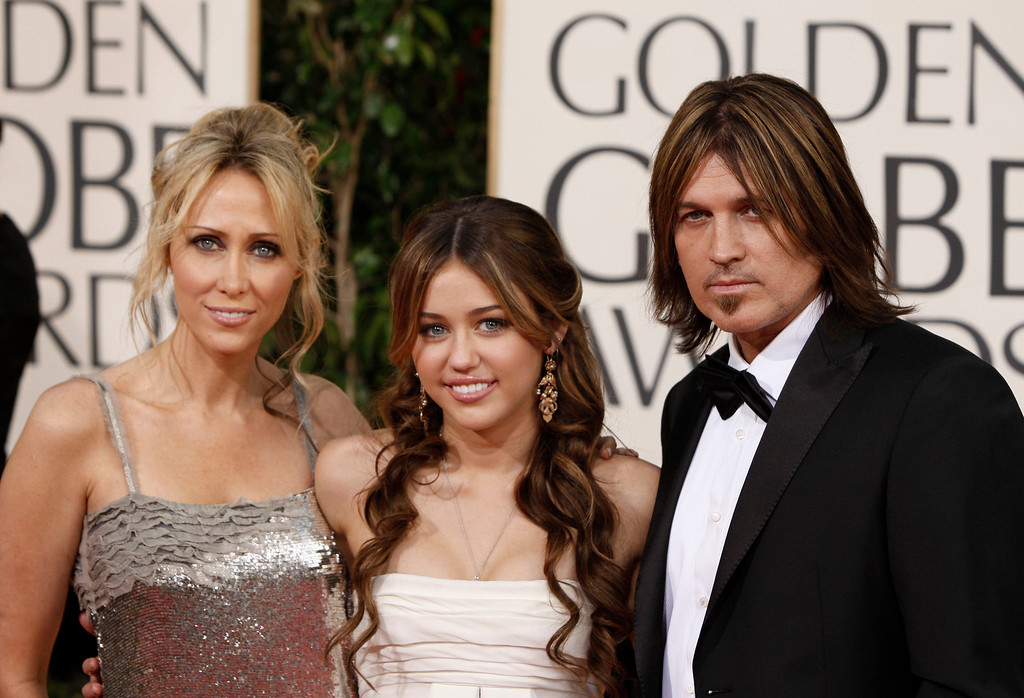 . arrives at the 66th Annual Golden Globe Awards on Sunday, Jan. 11, 2009, in Beverly Hills, Calif. (AP Photo/Matt Sayles)