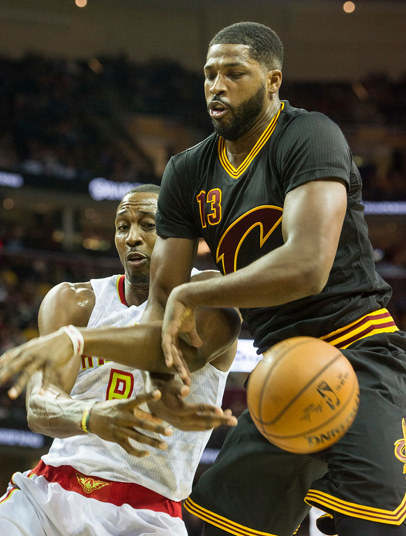 . Cleveland Cavaliers\' Tristan Thompson (13) and Atlanta Hawks\' Dwight Howard (8) can\'t hang on to the ball during the first half of a NBA basketball game in Cleveland, Tuesday, Nov. 8, 2016. (AP Photo/Phil Long)