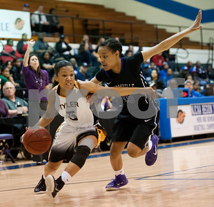 gold-rush-apache-ladies-start-fast-cruise-past-jacksonville-college