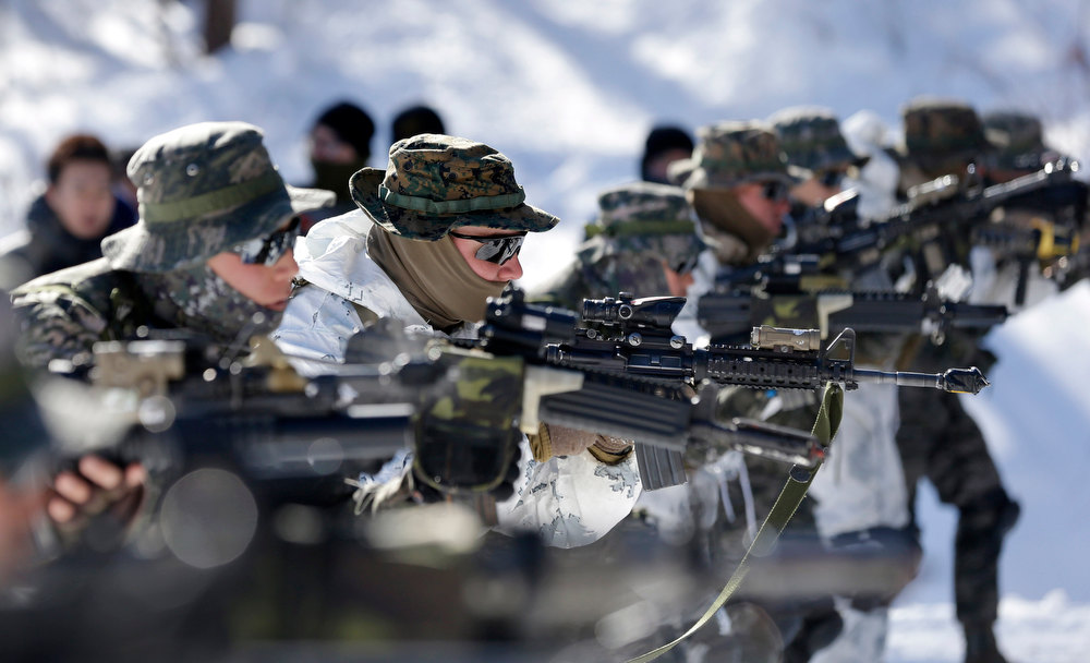 Description of . South Korean Marines and U.S. counterparts from 3-Marine Expeditionary Force 1st Battalion from Kaneho Bay, Hawaii, aim their guns during their Feb. 4-22 joint military winter exercise in Pyeongchang, east of Seoul, South Korea, Thursday, Feb. 7, 2013. More than 400 marines from the two countries participated in the joint winter exercise held for the first time in South Korea. (AP Photo/Lee Jin-man)