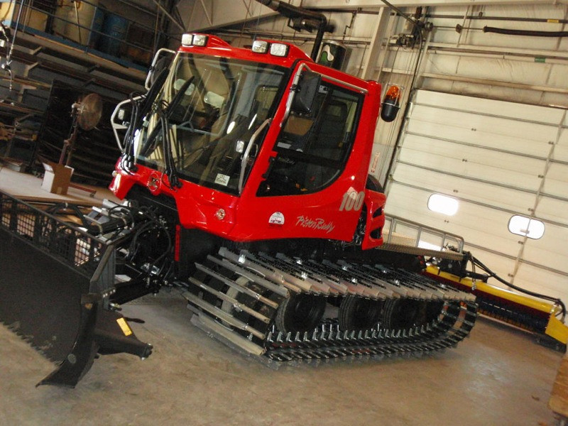NewPistenBully100Arrives14.jpg