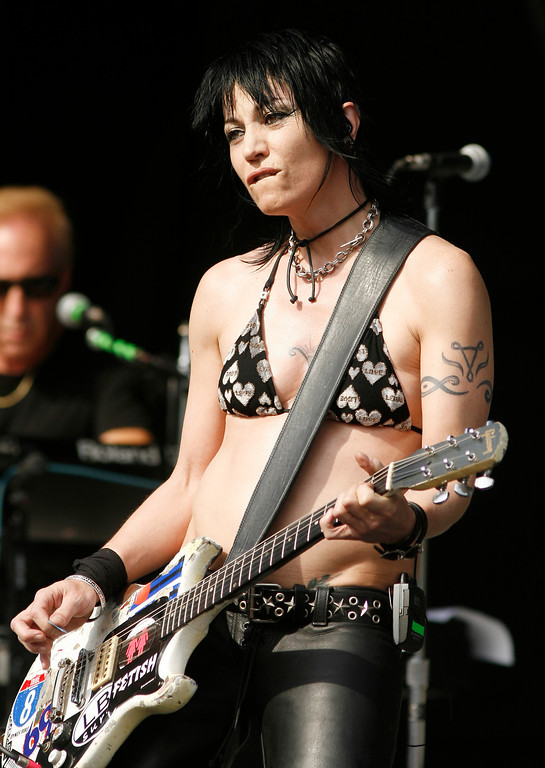 . This photo provided by Empire Expo Center, shows rocker Joan Jett performing one of two free concerts at the New York State Fair on Saturday,  Aug. 23, 2008, in Geddes, N.Y. (AP Photo/Empire Expo Center, Mike Okoniewski)