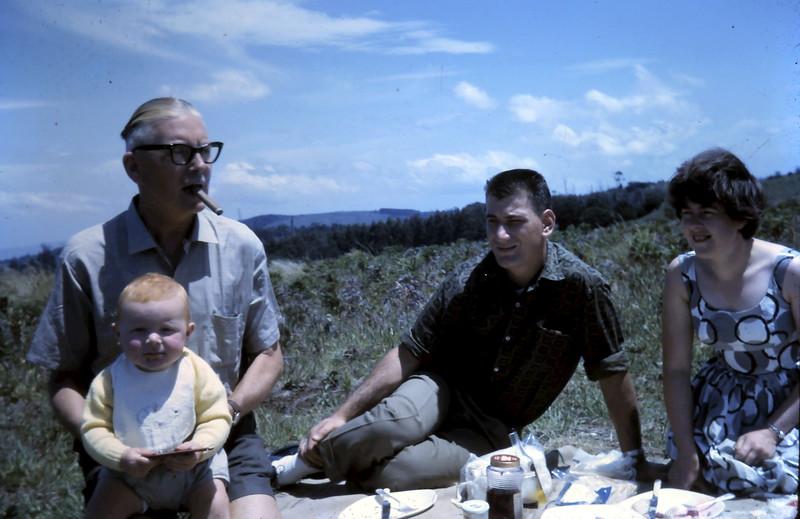 1964-12-27 (21) David 1 yr with Alex & Nigel.JPG