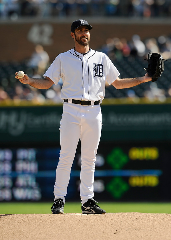 . Starting pitcher Justin Verlander reacts to a pesky bee on the mound in the first inning.of a baseball game against Kansas City Royals  at Comerica Park in Detroit on Monday, Sept. 8, 2014  (AP Photo/Detroit News, Elizabeth Conely)  DETROIT FREE PRESS OUT; HUFFINGTON POST OUT