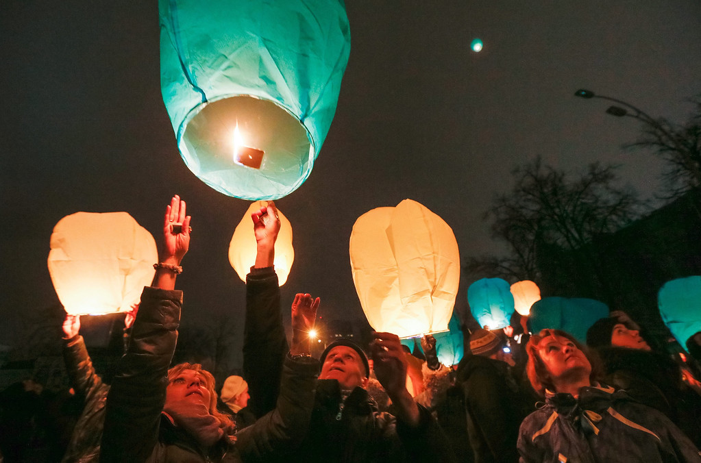 . Ukrainians launch Chinese lantern as they remember those killed during the recent violent protests, in Kiev, Ukraine, 28 February 2014. Former Ukrainian president Viktor Yanukovych had his first public appearance in Rostov, Russia, since being ousted. He told the there he would fight for his country and insisted he was not overthrown.  EPA/SERGEY DOLZHENKO