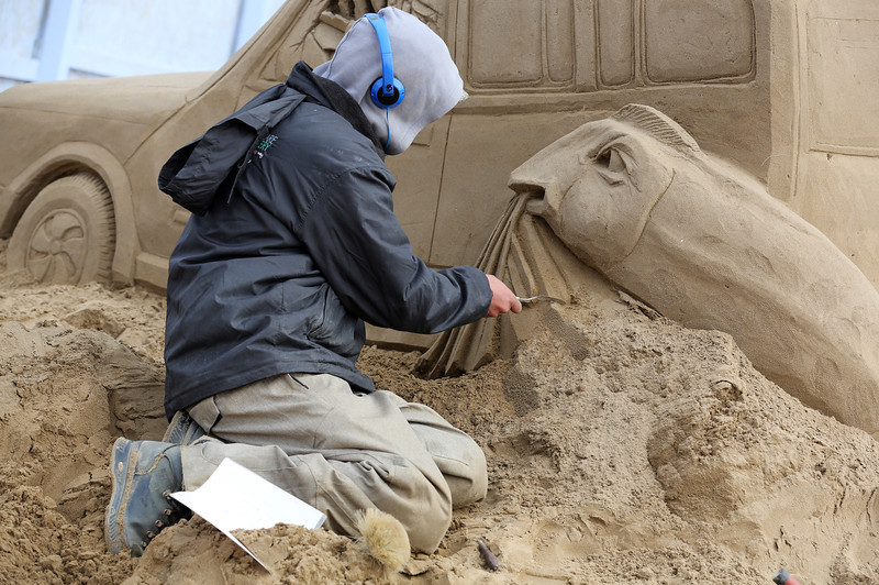. A sand sculptor works on a Jurassic Park themed sand sculpture as pieces are prepared as part of this year�s Hollywood themed annual Weston-super-Mare Sand Sculpture festival on March 26, 2013 in Weston-Super-Mare, England. Due to open on Good Friday, currently twenty award winning sand sculptors from across the globe are working to create sand sculptures including Harry Potter, Marilyn Monroe and characters from the Star Wars films as part of the town\'s very own movie themed festival on the beach.  (Photo by Matt Cardy/Getty Images)
