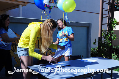 2013 Noontime Signing