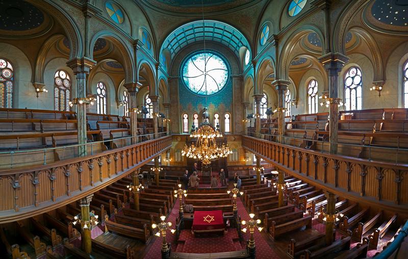 upper balcony panorama Eldredge Street Synagogue.jpg
