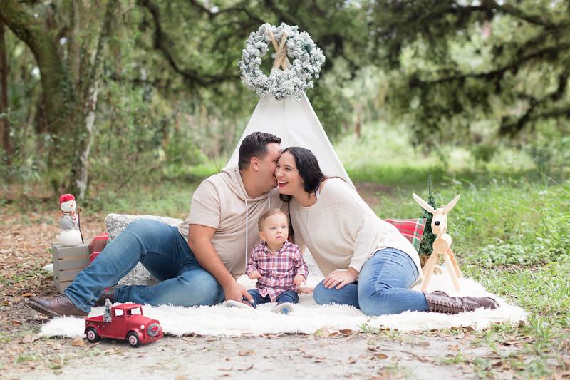 Holiday Minis- Acosta Family-36.jpg