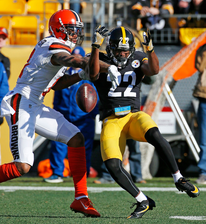. Pittsburgh Steelers cornerback William Gay (22) breaks up a pass intended for Cleveland Browns wide receiver Terrelle Pryor (11) during the first half of an NFL football game in Pittsburgh, Sunday, Jan. 1, 2017. (AP Photo/Gene Puskar)