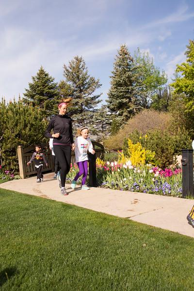 TulipFestHalfMarathon_Runners_Gardens_2015_IMG_5449.jpg
