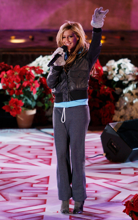 . Ashley Tisdale waves to spectators after rehearsing for the 75th Rockefeller Tree lighting ceremony Wednesday, Nov. 28,2007 in New York.(AP Photo/Julie Jacobson)