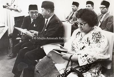 1967 - LAWATAN D.Y.M.M SULTAN SELANGOR KE IBU PEJABAT MARA