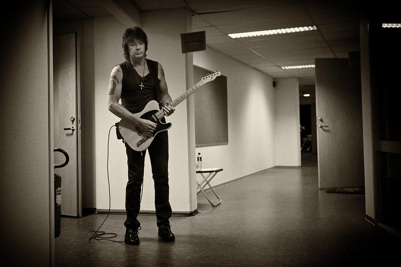. June 15, 2011 - Bon Jovi guitarist Richie Sambora warms up backstage before the band\'s show at Ullevaal Stadium in Oslo, Norway on June 15, 2011.  (Photo credit: David Bergman / Bon Jovi)