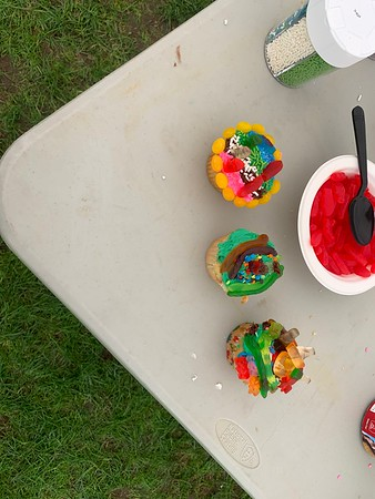 Be Homeful Club's Cupcake Decorating Event