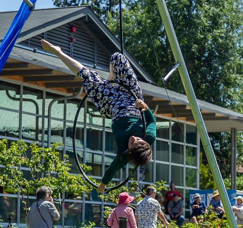 Finale: Circus Arts, Aerial Arts, curtain calls, UMO Circus Arts 1 at Ober Park, Vashon Island Strawberry Festival 2019